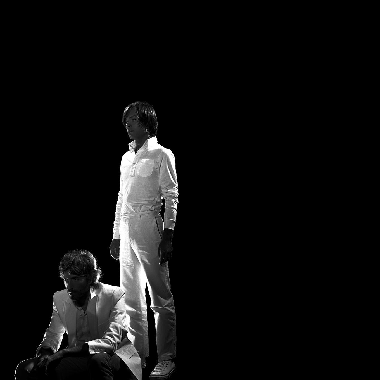 Groupe de musique french touch - Jean-Benoit Dunckel - Nicolas Godin - linda - bujoli - AIR - Pocket symphony - album -portrait - Photographique - Iconique - Sculpter - Lumière