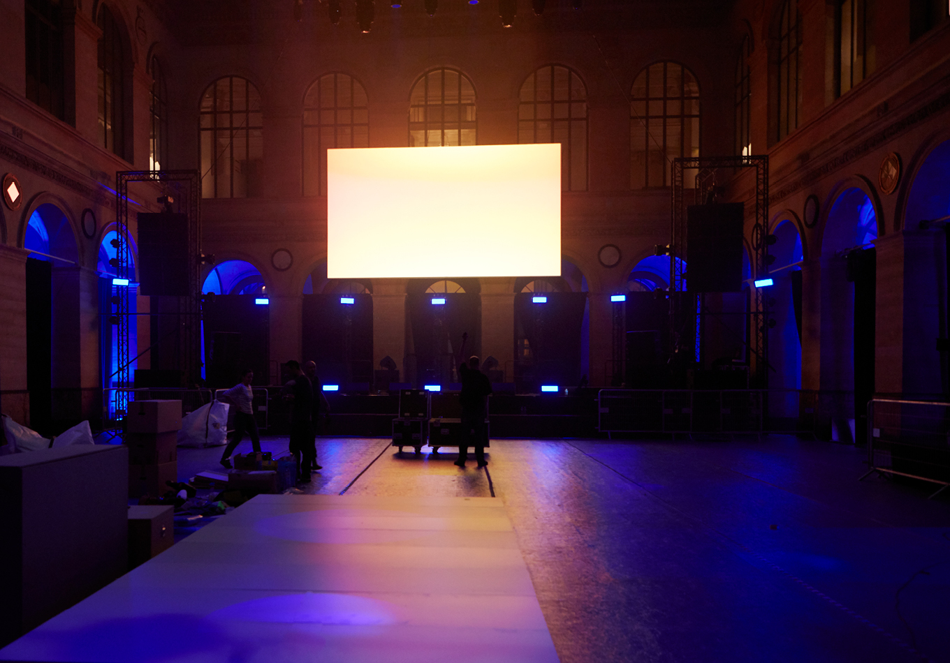inasound - festival - musique- électronique - Palais Brongiart - call - to - light - corps - sonores - exposition - video-projection - installation video sonore - nef du Palais Brongniart -