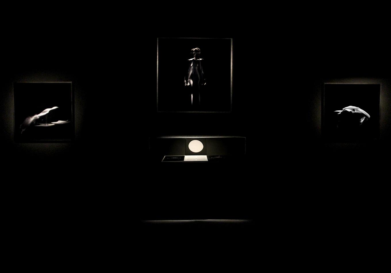 sculpture sonore - sculpture musicale - éternel féminin photographie argentique - Land Me - Groupe imprimerie nationale - atelier du livre d'art et de l'estampe - groupe de musique AIR - Nicolas godin - jean-benoit dunckel - livre-objet - exposition - le corps féminin - poésie pluri-sensorielle -