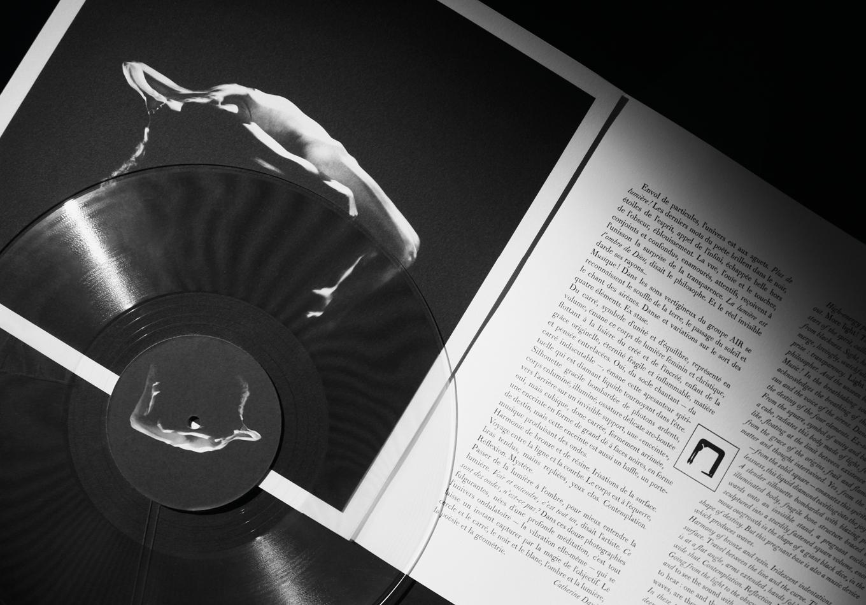 Land Me - Groupe imprimerie nationale - atelier du livre d'art et de l'estampe - groupe de musique AIR - Nicolas godin - jean-benoit dunckel - livre-objet - expostion - le corps féminin - poésie pluri-sensorielle -
