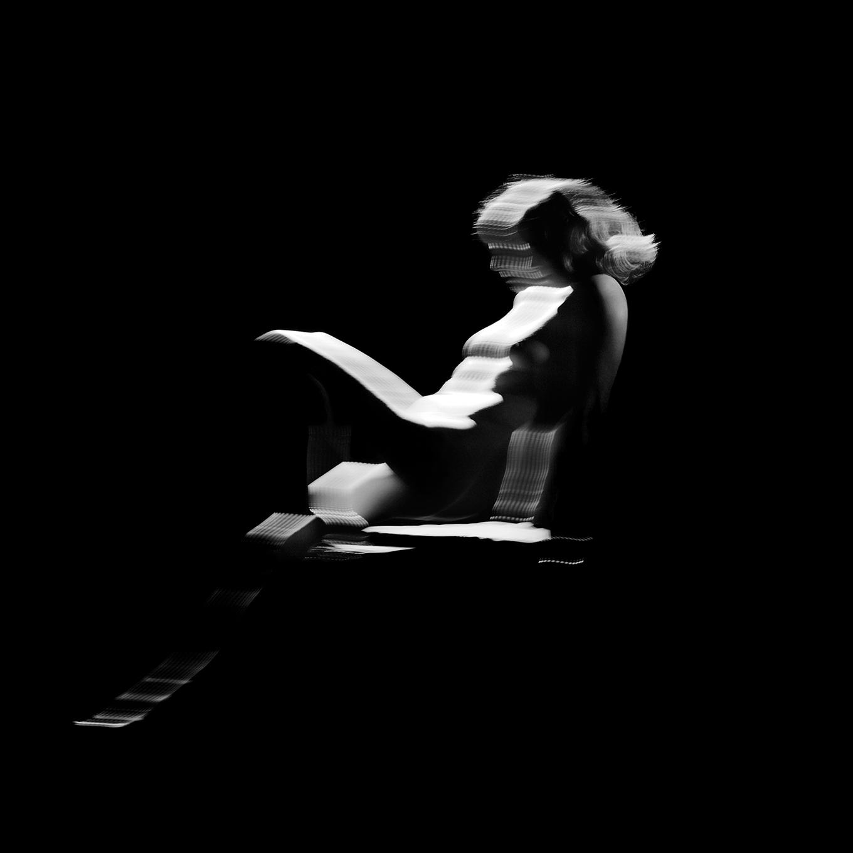 composition originale du groupe AIR Land me - sculpture musicale - éternel féminin photographie argentique - Land Me - Groupe imprimerie nationale - atelier du livre d'art et de l'estampe - groupe de musique AIR - Nicolas godin - jean-benoit dunckel - livre-objet - exposition - le corps féminin - poésie pluri-sensorielle -