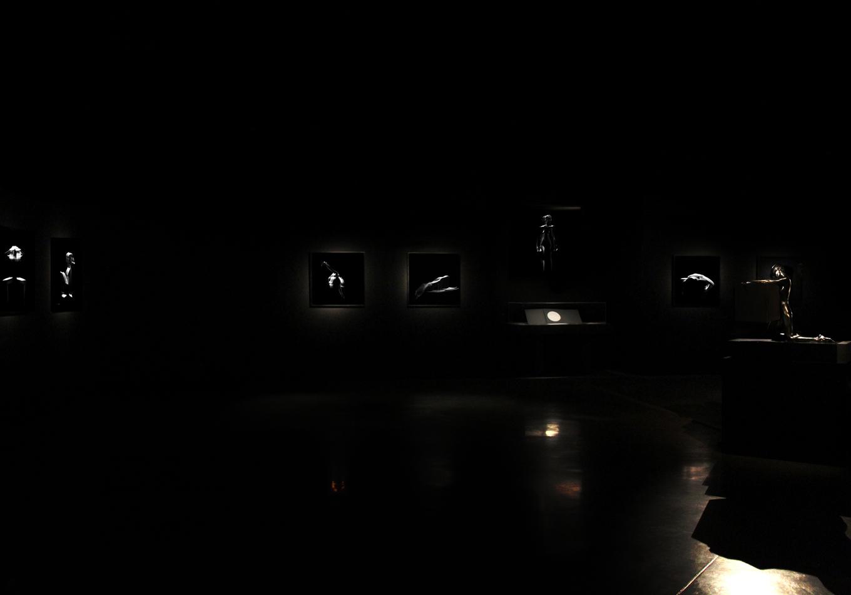 sculpture musicale - éternel féminin photographie argentique - Land Me - Groupe imprimerie nationale - atelier du livre d'art et de l'estampe - groupe de musique AIR - Nicolas godin - jean-benoit dunckel - livre-objet - exposition - le corps féminin - poésie pluri-sensorielle -